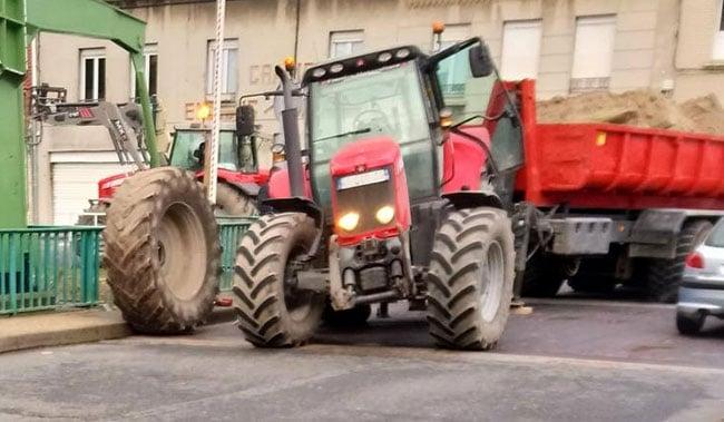 Überladener Traktor