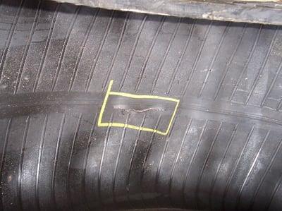 Riss der Reifenkarkasse